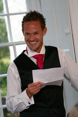 man delivering a best mans speech at wedding